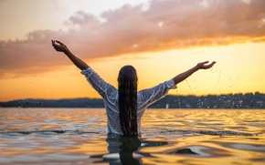 Picture girl, wet, splash, shirt, Veronika, in the water, at sunset, silotee