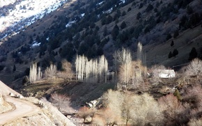 Picture snow, mountains, houses, sun glare, riverbed