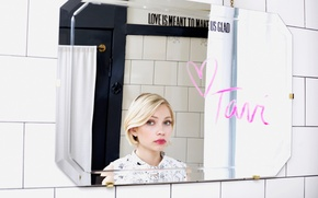 Picture reflection, the inscription, makeup, mirror, lipstick, hairstyle, blonde, photoshoot, Tavi Gevinson, Tavi Gevinson, Clinique, Sophie …
