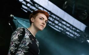 Picture scene, pop-rock, songwriter, British singer, synth-pop, Chloe Howl, Chloe Howl