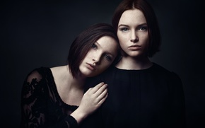 Picture portrait, freckles, two girls, Studio, color grading