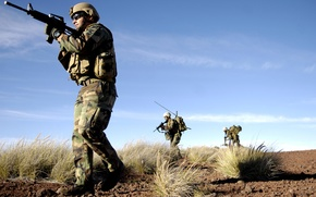 Picture weapons, desert, soldiers
