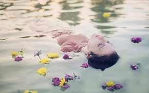 Picture girl, flowers, in the water, Andrea Peipe