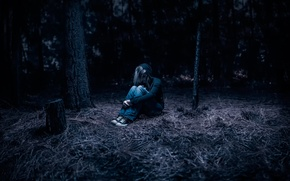 Picture girl, loneliness, in the woods