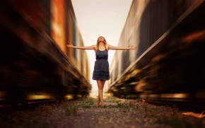 Picture girl, speed, trains, mound