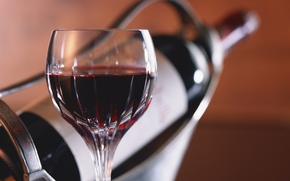 Picture glass, red wine, the bottle in the holder