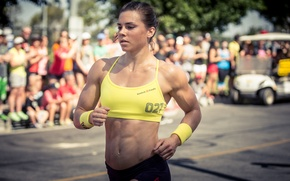 Picture strength, athlete, muscle mass, Julie Foucher, CrossFit