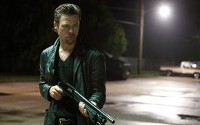 Picture night, weapons, street, lantern, Brad Pitt, Brad Pitt, shotgun, Casino robbery, Killing Them Softly