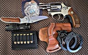 Picture weapons, icon, knife, flashlight, handcuffs, colt