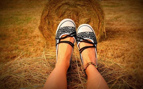 Picture feet, shoes, tan, hay, legs, hay