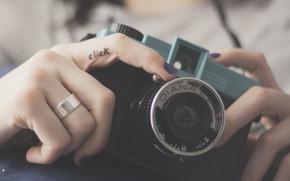 Picture camera, the camera, lens, fingers