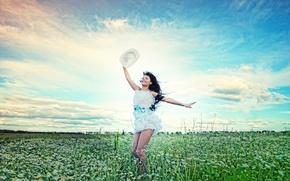 Wallpaper GIRL, GRASS, FIELD, GREENS, DRESS, HAT, BRUNETTE, FLOWERS, PLAIN, SMILE, CHAMOMILE, JOY, LAWN, SUNDRESS