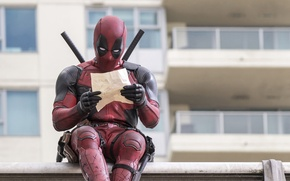 Wallpaper City, Action, Ryan Reynolds, Red, Assassin, Black, with, and, Wallpaper, Deadpool, Year, MARVEL, reading, Weapons, ...