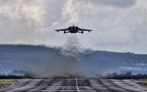 Picture fighter, bomber, the airfield, Panavia Tornado