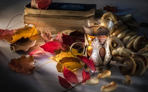 Picture leaves, glass, tea, books, still life, bagels