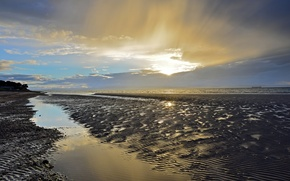 Picture sea, beach, the sun, clouds, rays, the evening
