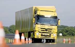 Picture Mercedes, Yellow, Truck, Waving, Road Grip, Test Drive