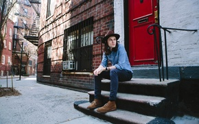 Picture red, street, England, the door, ladder, sitting, singer, composer, the contractor, James Bay