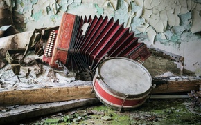 Picture music, accordion, tambourine
