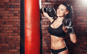 Picture bag to hit, brunette, boxing, sportswear, pose