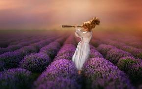 Picture girl, spyglass, lavender