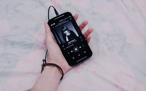 Picture music, bed, player, hand, Samsung, bracelet, The Machine, cell phone, Fiorence, WhatsApp, Queen of Peace