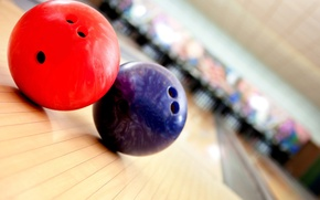 Picture red, blue, bowling