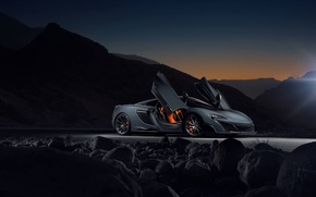 Picture night, side view, mclaren