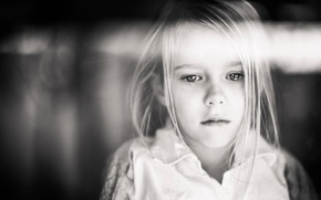 Picture girl, tear