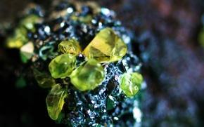 Picture stones, minerals, Druse chrysolites