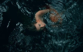 Picture look, girl, in the water, Lurk, TJ Drysdale
