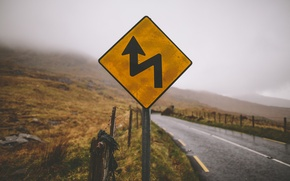 Picture road, mountains, fog, sign, the fence, the countryside, rainy
