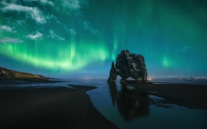 Picture rock, the ocean, Polar lights