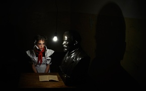 Picture girl, schoolgirl, Lenin, bust, young, dark room, the audience, pioneer