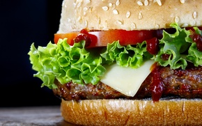 Picture bread, tomatoes, lettuce, hamburger meat