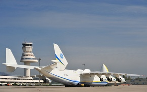 Picture The an-225, Antonov design Bureau, at the airport, the product 402, Mriya, or Dream, NATO ...