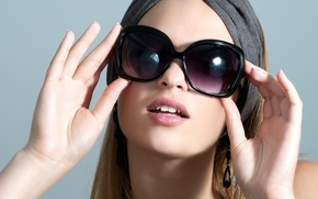 Picture girl, face, hair, hands, lips, sunglasses