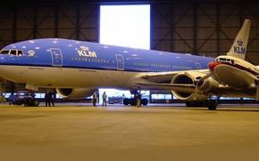 Picture people, wings, hangar, turbine, Boeing, the plane, 300, 777, Passenger, engine, AirFrance, KLM