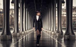 Picture the city, model, hat, bokeh, Karine Briançon