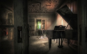 Picture room, piano, play it
