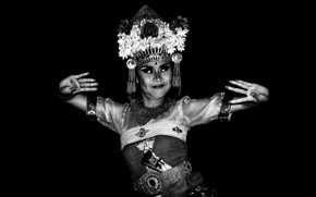 Wallpaper artist, Bali dancer, movement