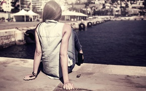 Picture girl, the city, pier