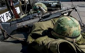 Picture helmet, machine gun, M60