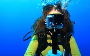 Picture woman, diving, digital camera