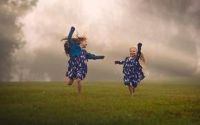 Picture field, children, fog, girls, running