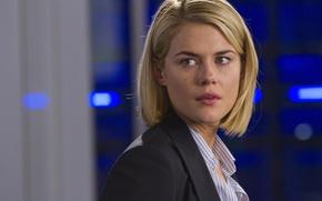 Picture the series, Crisis, Crisis, Rachael Taylor, Rachel Taylor