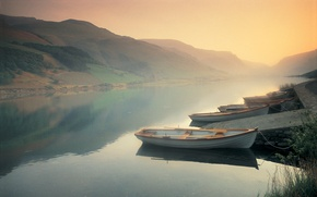 Picture mountains, fog, river, boats