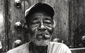 Picture eyes, face, door, male, cigars, direct look