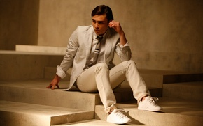 Picture white, look, tan, costume, actor, steps, male, guy, sitting, beautiful, brunette, gossip girl, gossipgirl, Westwick, ...
