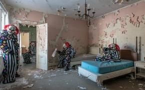 Wallpaper room, bed, clowns